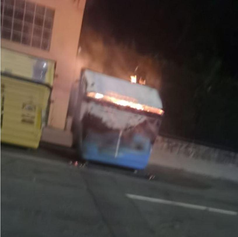 contenedores quemados