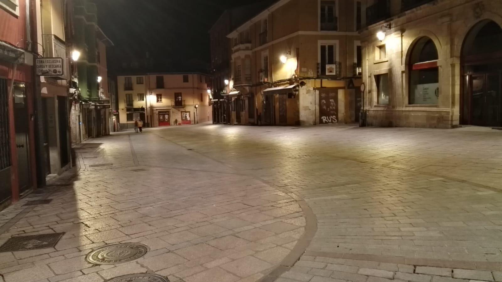 Fotos León Noche Toque de Queda noche