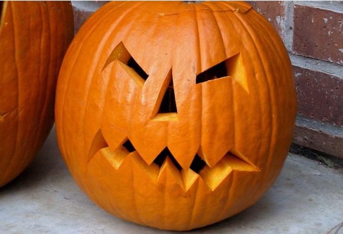 vaciar una calabaza para Halloween