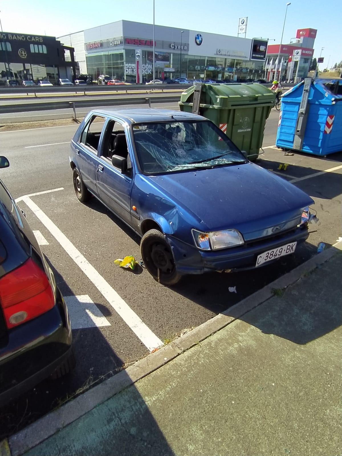 destrozan un coche en san Andrés del Rabanedo