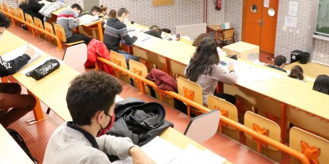 alumnos votan profesores