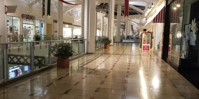 negacionistas causan altercado centro comercial