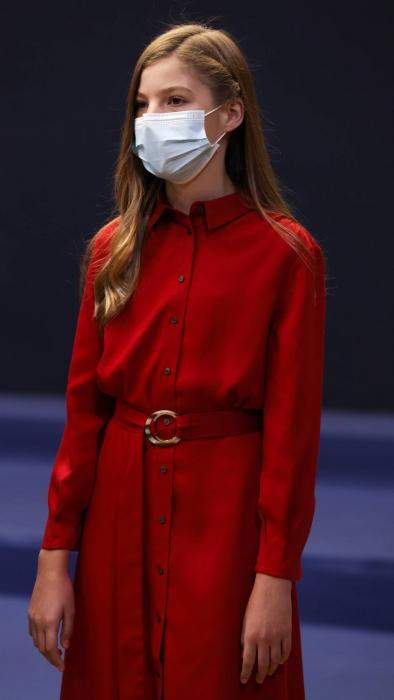 el impresionante vestido rojo con el que la infanta sofia deja huella