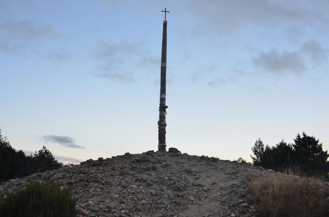 lanza piedra pide deseo cruz ferro