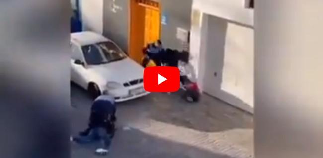brutal paliza policias