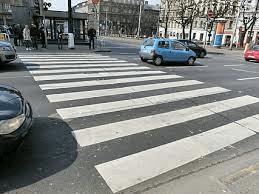 Paso de peatones en ciudad